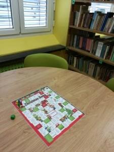 Učenci pa so si zadnje šolske dneve v letu 2016 popestrili z božično igro v šolski knjižnici.