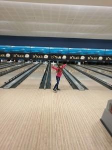 Prebili smo led in se veselo podali novim dogodivščinam naproti. Ta dan so nekateri prvič igrali bowling.